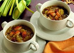 Zuppa di porri con pinoli e uvetta