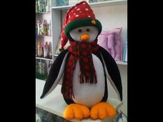 Molds for a Christmas Penguin Diy And Crafts, Christmas Crafts, Christmas Decorations, Christmas Ornaments, Holiday Decor, Sewing Projects, Projects To Try, Animal Crafts, Felt Dolls