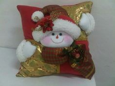 Stephy García Ferrer's media content and analytics Christmas Sewing, Christmas Pillow, Christmas Snowman, Christmas Time, Christmas Stockings, Christmas Crafts, Christmas Ornaments, Felt Christmas Decorations, Holiday Decor