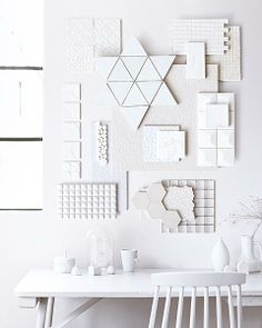Styling Kim van Rossenberg Fotografie Sjoerd Eickmans #whites #desk #walldecoration