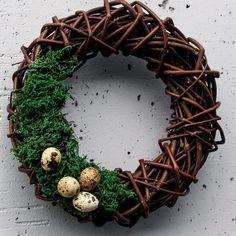Co myślicie o takiej wersji? #mech i #jaja przepiórcze. Minimalistyczny. #wreath #wreaths #easter #easterwreath #instawreath #doorwreath #easterdecor #instadecor #spring #nature #natural  #moss #eggs #handmade #pretty #wianek #wianki #wielkanoc #ozdoby #dekoracje #dekoracjeswiateczne #wiosna #jajka #przepiórka #mech