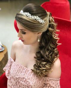 Trendy Wedding Hairstyles With Tiara Curls Up Dos Loose Hairstyles, Trendy Hairstyles, Straight Hairstyles, Wedding Hairstyles, Bridal Braids, Bridal Hair, Hair Flow, Hair Extensions Best, Sleek Ponytail
