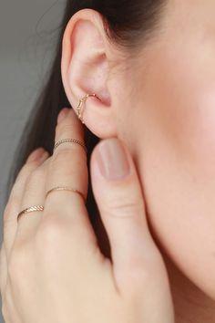 #selfiejewellery #minimalist #earcuff #simplejewellery Simple Jewelry, Piercing, Minimalism, Jewelery, Hoop Earrings, Selfie, Detail, Beautiful, Women