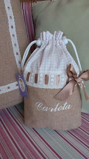 ideas for diy organizador calcinhas Burlap Projects, Fabric Gift Bags, Bags 2017, Bag Packaging, Linen Bag, Patchwork Bags, Kids Bags, Cloth Bags, Bag Making
