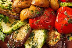 Grilled Eggplant & Zucchini Salad: serves 2 184 calories g fat Baby Eggplant, Eggplant Zucchini, Zucchini Salad, Grilled Eggplant, Zucchini Tomato, Grilled Zucchini, Grilled Veggies, Grilling Recipes, Cooking Recipes