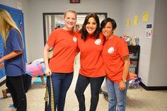 Las dos maestras a la derecha fueron líderes de La Semana Internacional. Ellas contribuyeron al proceso con sus estudiantes. Y Nina, una estudiante de Español 5, trabajaba con ellas.