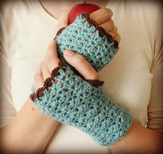 Fingerless gloves wrist warmers crochet pattern