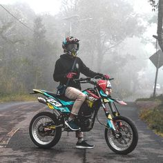 Drz400 Supermoto, Cool Boy Image, Biker Photography, Cool Dirt Bikes, Ktm 450, Stunt Bike, Custom Sport Bikes, Motocross Bikes, Weird Cars