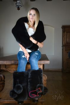 Fox Fur Jacket, Fox Fur Coat, Fuzzy Boots, Ugg Boots, Sexy Outfits, Cool Outfits, Fur Fashion, Womens Fashion, Winter Boots Outfits