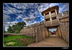 Biskupin, Biskupin, prehistoria, jak gdyby był dzisiaj rekonstrukcją pierwotnego wsi pochodzi z epoki żelaza w pierwotnym miejscu. . Polska Grand Tour