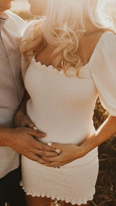 Couple Maternity Poses, Maternity Photo Outfits, Pregnancy Outfits, Maternity Fashion, Fall Maternity Pictures, Maternity Dresses, Pregnancy Announcement Photos, Pregnancy Photos, Cute Pregnancy Pictures