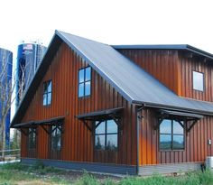 Metal Building Homes – For decades, metal buildings have been used as houses, not just for warehouses or barns. And recently, steel homes have increased significantly due to its long list of benefits. Metal Shop Building, Steel Building Homes, Building A House, Building Ideas, Building Plans, Building Designs, Building Exterior, Steel Siding, Steel Barns