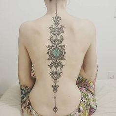 Plus de 10 tatouages de l'artiste brésilien Brian Gomes inspirés par l'art tribal amazonien.