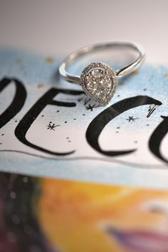 #Ring #Ella #Engagement #NaturalGemstones #Diamonds #Gold #IllussionLine. Ak očakávate precíznu prácu ručne robeného skvostu, kus umenia dlhoročných klenotníkov, prírodné diamanty, večné zlato, nadčasový dizajn s rafinovanými prvkami, práve ste to našli v zásnubnom prsteni Ella. Harmonický tvar kvapky tvorí spolu 35 diamantov, ktoré vytvárajú ilúziu jedného veľkého diamantu. To všetko v zaujímavej cene, s doživotnou zárukou a bezplatným servisom. Diamond Engagement Rings, Wedding Rings, Jewelry, Diamond, Jewellery Making, Jewlery, Jewelery, Jewerly, Wedding Ring