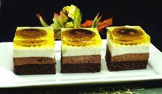 Krémové řezy s jaffa koláčky, které jsou skryty v želatině. Výborný zákusek.