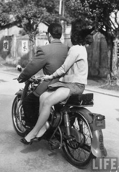 "Find and save images from the ""pin up / retro / vintage"" collection by valkyrie (valkyriee) on We Heart It, your everyday app to get lost in what you love. Bobber, Scooters, Retro Roller, Motorcycle Couple, Motorcycle Style, Biker Style, Biker Girl, Biker Chick, Vintage Motorcycles"