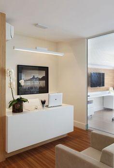 Medical office desk small spaces New ideas Office Wall Design, Dental Office Decor, Modern Office Decor, Medical Office Design, Stylish Office, Office Desk, Desks For Small Spaces, Small Space Office, Clinic Interior Design