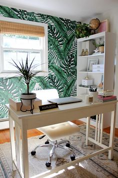 Shop unique wallpaper for walls, and nature wallpaper decor at great prices! A wide variety of wallpaper designs and beautiful materials to not only embellish your walls but to improve your wellbeing everyday. Home Office Design, Home Office Decor, House Design, Home Decor, Office Nook, Design Ppt, Design Case, Design Websites, Office Wallpaper