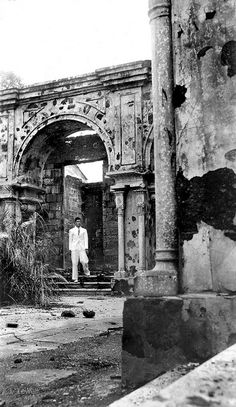 Ruins in the Walled City of Manila, Philippines by John T Pilot, via Flick. Philippines People, Philippines Cities, Visit Philippines, Philippines Culture, Manila Philippines, Backpacking Ireland, Philippine Holidays, Intramuros, Gardens