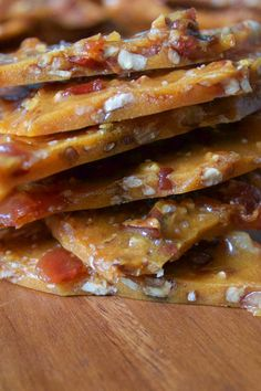 This bourbon bacon brittle is made with candied bacon, toasted pecans and bourbon. It's the crunchiest, most delicious brittle you will ever have. Bacon Recipes, Appetizer Recipes, Dessert Recipes, Cooking Recipes, Appetizers, Bacon Brittle Recipe, Brittle Recipes, Candied Bacon, Maple Bacon