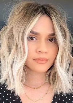 Charming Face Framing Medium Blonde Haircuts for Women 2020 | Stylezco Pixie Haircut For Thick Hair, Haircuts For Medium Hair, Shaggy Haircuts, Blonde Haircuts, Bob Haircuts For Women, Hairstyles Haircuts, Blonde Hair Cuts Medium, Medium Hair Styles, Karlie Kloss