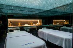 Sous la nuit étoilée des trois cabines de massage, la peau se laisse aller à l'excellence des soins beauté et revitalisants La Colline.   #spanolinski #spanolinskibylacolline #nolinskiparis #lacolline #evokhotelscollection