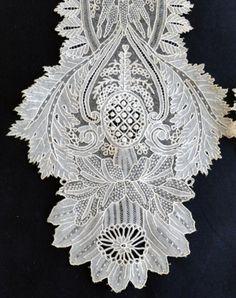 Maria Niforos - Fine Antique Lace, Linens & Textiles : Antique Lace # LA-274 Circa 1860's, Superb Brussels Needlepoint Lappet