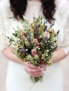 Meadow wedding bouquets. Bouquet: Artisan Dried Flowers Photography: Jade Lisa Photography