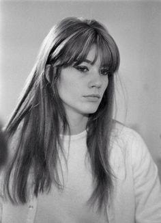 Francoise Hardy, my ultimate hairspiration. Simple yet stunning.