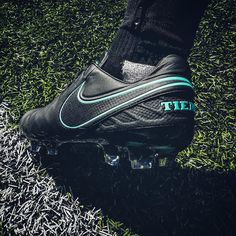 Where does the @nikefootball Pitch Dark Tiempo lie in our 2016 Top 10? Use the LINK IN BIO to see where it lands... . . . #footydotcom #fcfc #footballboot #soccercleats #cleats #football #soccer #futbol #cleatstagram #totalsoccerofficial #fussball #footballboots #nike #nikefootball #niketiempo #tiempo #classicfootballboots #pitchdark #mercurial #superfly #hypervenom #magista #top10