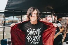 Find images and videos about sleeping with sirens, kellin quinn and sws on We Heart It - the app to get lost in what you love. Kellin Quinn 2016, Emo Bands, Music Bands, Matthew West, Giving Up On Life, King And Country, Sleeping With Sirens, Owl City, Band Memes