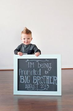 so adorable! baby announcement Baby Photos very cute idea :) ~ baby pictures Such a cute baby announcement! Faire Part Photo, Cute Baby Announcements, Sibling Announcement, Second Child Announcement, Baby Number 2 Announcement, Big Brother Announcement, Promoted To Big Brother, Happy Home Fairy, Foto Baby