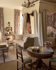 Exterior Design, Interior And Exterior, Curtain Fabric, Curtains, Traditional Bedroom, Beautiful Bedrooms, Provence, Furniture, Home Decor