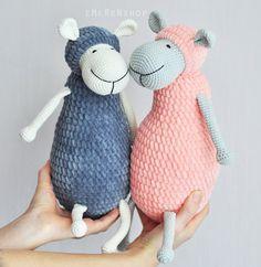 Absolut schöne und charmante Lamm. Sie können nicht widerstehen, knuddeln und streicheln ihr:). Das beste Geschenk für Ihr Kind!  Höhe 30 сm Kann in anderen Farben gemacht werden.  * kommt aus einem Nichtraucher-Haus   Wenn dieses Schaf ist nicht Ihr Stil, aber eine kuschelige Tier möchten, schauen Sie sich unsere anderen Tiere: https://www.etsy.com/ru/shop/EMERENstore Wir sind sicher den richtigen Freund für Sie haben!  Vielen Dank für deinen Besuch! Wenn Sie weitere Fragen haben, wenden…