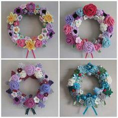 The Summerhouse by the sea: crochet froward wreath Crochet Home, Crochet Crafts, Crochet Projects, Crochet Summer, Wreath Crafts, Diy Wreath, Wreaths, Wreath Ideas, Crochet Wreath