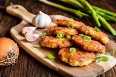 Cuketové karbanátky Low Carb Keto, Low Carb Recipes, Cooking Recipes, Healthy Recipes, Fish Cutlets, Mashed Potato Pancakes, Tuna Patties, Patties Recipe, Fish Burger