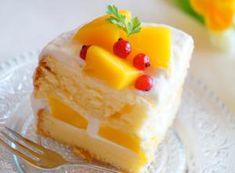 Fluffy and Delicious Thai Mango Cake Marvelous Mango Layer Cake: Moist, Delicious Beautiful Mango La Mango Dessert Recipes, Asian Desserts, Easy Cake Recipes, Just Desserts, Baking Recipes, Delicious Desserts, Thai Recipes, Cupcakes, Cupcake Cakes