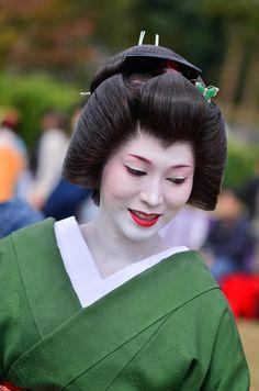 Geiko Umewaka at the 2015 Nishijin kimono garden...