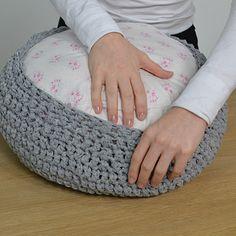 DIY déco : faire une housse de pouf en crochet - Marie Claire Idées