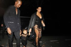 Kim Kardashian, Kanye West and North West Kim Kardashian, North West and other celebrities attend the Givenchy show during the Paris Fashion Week Womenswear S/S North West Kim Kardashian, Kim Kardashian Sisters, Kardashian Photos, Kardashian Jenner, Kardashian Dresses, Kardashian Style, Mom Daughter Matching Outfits, Bodyguard Services, Kim And North