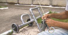 Voluntário faz cadeiras de rodas para doar para cachorros deficientes