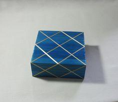 Boîte en marqueterie de paille bleu et filet