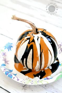 Painting Pumpkins (No Carve DIY) - Drip Painting No Carve Pumpkin DIY for Halloween - Endless creativity and gorgeous!Drip Painting No Carve Pumpkin DIY for Halloween - Endless creativity and gorgeous! Outdoor Halloween, Holidays Halloween, Halloween Pumpkins, Halloween Crafts, Holiday Crafts, Holiday Fun, Happy Halloween, Halloween 2019, Costume Halloween