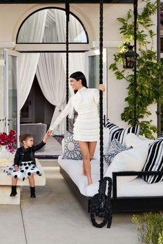 Kourtney kardashian new house spread luxury celebrity for Decoration maison kourtney kardashian