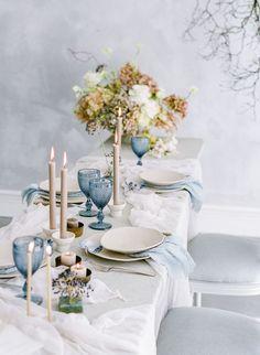 Serene coastal bridal inspiration in blue and grey hues via Magnolia Rouge Blue Table Settings, Wedding Table Settings, Table Setting Inspiration, Wedding Inspiration, Wedding Ideas, Dusty Blue Weddings, Decoration Table, Tablescapes, Wedding Colors