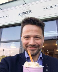 """Rafał Trzaskowski on Instagram: """"Kocham lody 🍦🧡 To widać --> 😁 #Targówek  #Bródno #Warszawa"""" Detroit Become Human, To My Future Husband, Stranger Things, Cute Boys, Beautiful People, Daddy, Handsome, Lol, Poland"""