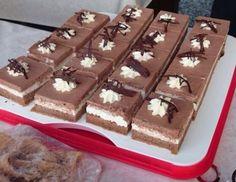 Für die Nutellaschnitten Dotter, Zucker, Vanillezucker schaumig rühren. Öl und Wasser nach und nach unterrühren. Mehl mit Kakao und Backpulver