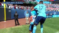 #MLS  GOAL: Alexander Callens taps home the winner