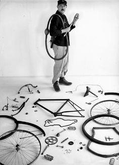 Robert Doisneau at the Fondation Henri Cartier-Bresson in Paris: From craft to art. Henri Cartier Bresson, Robert Doisneau, Diane Arbus, French Photographers, Bike Art, Jolie Photo, Tim Walker, Leica, Potpourri
