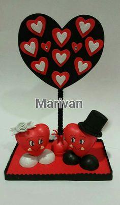 Corazones Valentine Day Crafts, Valentine Decorations, Handmade Decorations, Diy Party Crafts, Diy And Crafts, Paper Crafts, Wedding Plates, Candy Bouquet, Clay Art